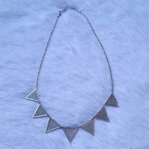 Jewelry - Sparkly Silvertone Necklace